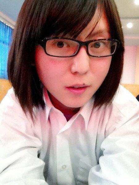 Милая китайская студентка с загадкой