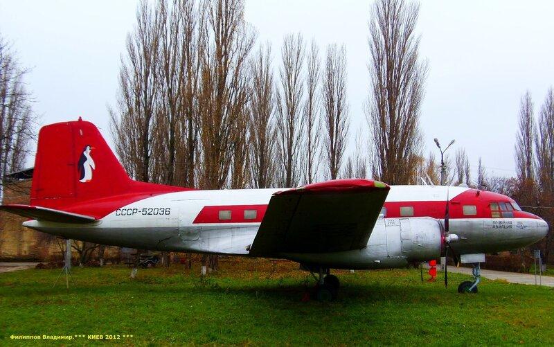 Пассажирский самолет Ил-14П.