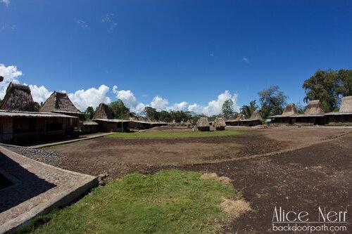 вид на входе в деревню Wogo, Флорес, Индонезия