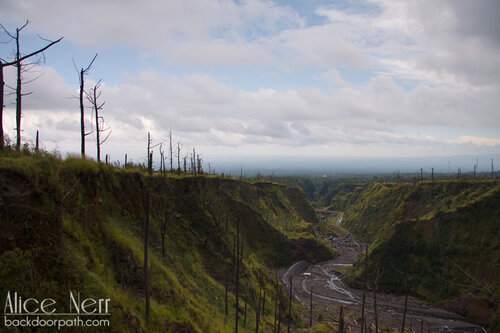 река недалеко от вулкана Мерапи
