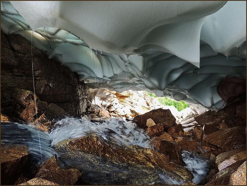 В снежном тоннеле