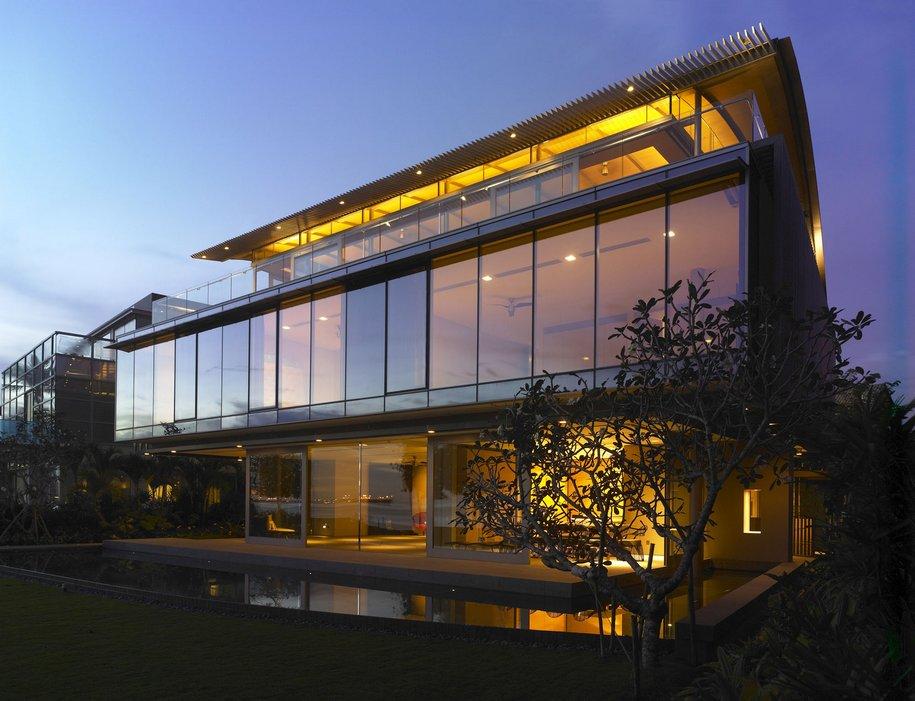 Монументальный особняк The Beacon House в Сингапуре