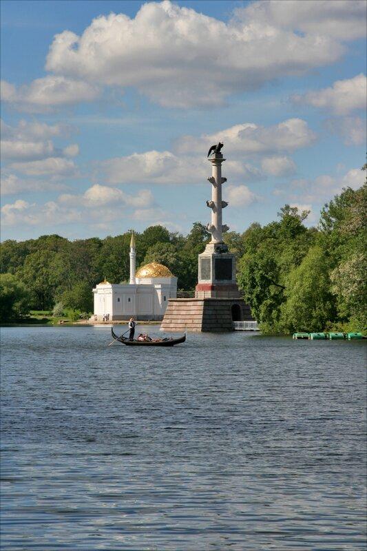Турецкая баня, Чесменская колонна и гондола на Большом пруду