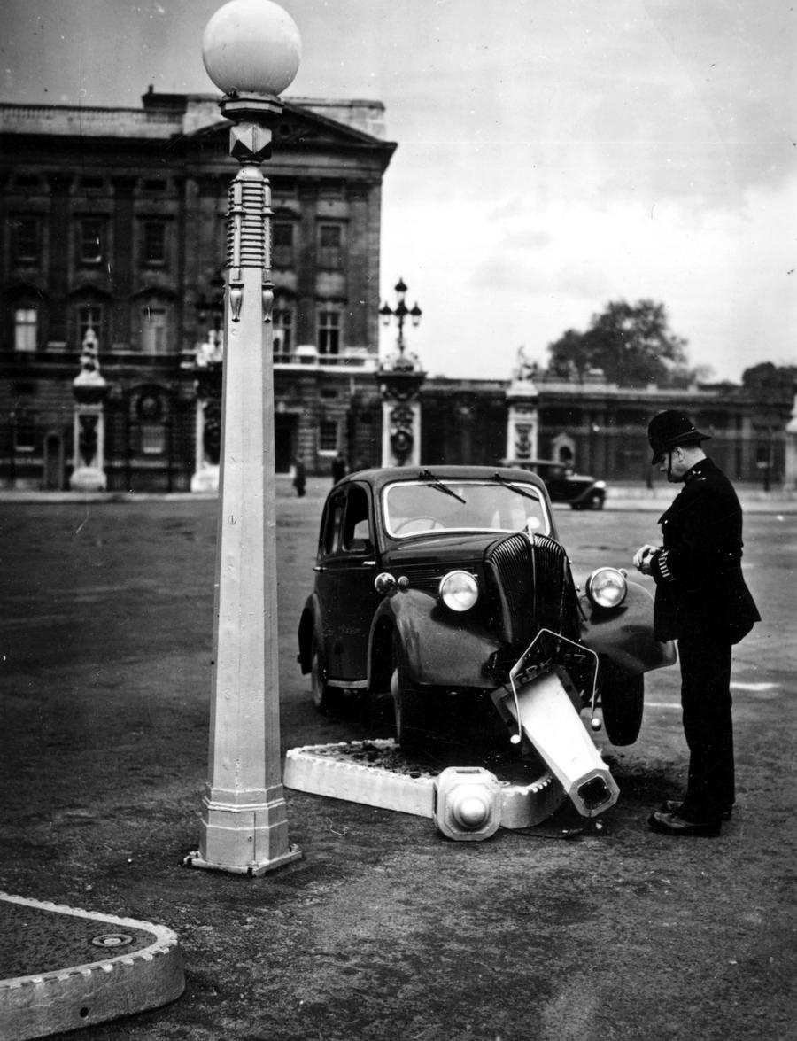 Автомобильные аварии в Лондоне и его окрестностях на фото 1-й половины 20 века (13)