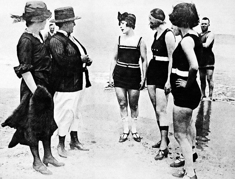 Арестованы за ношение непристойных купальников