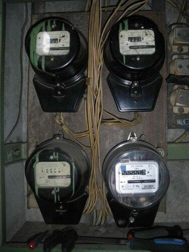 Фото 2. Электросчётчики в этажном щите.