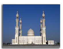 ОАЭ. Рас эль Хайма. Sheikh Zayed Mosque Ras al Khaimah Dubai United Arab Emirates. Фото Patrik Dietrich -  shutterstock