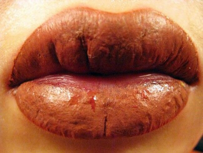 Как делается татуаж губ