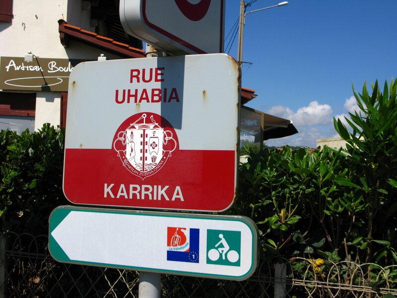 Улица Ухабия... впрочем, ухабов не заметили:)