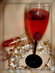 Бокал шампанского с сиропом
