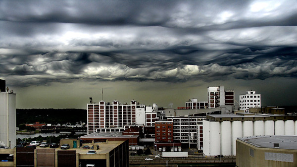 Кстати, об облаках: это вовсе не кадр из голливудского фильма о конце света. Это редкий вид облаков,