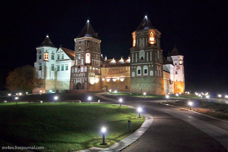 Мирский замок ночью