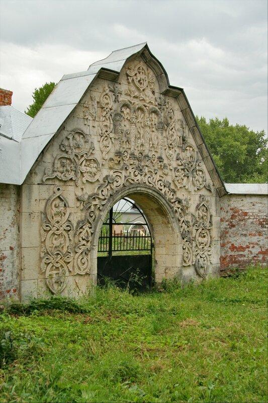 Белокаменные ворота Федоровского городка