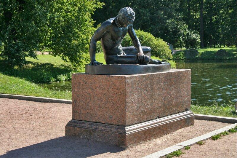"""Екатерининский парк, скульптура """"Умирающий галл"""""""
