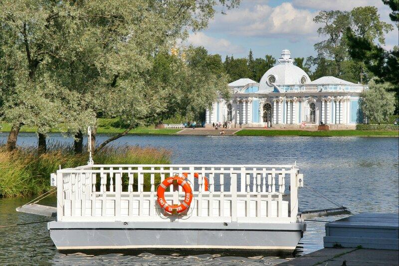 Екатерининский парк, Павильон Грот и паром