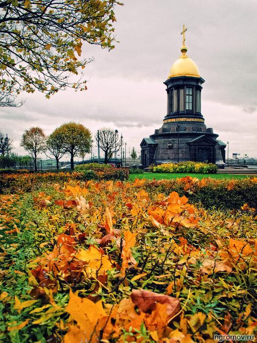 Троицкая часовня (осень, Троицкая часовня)