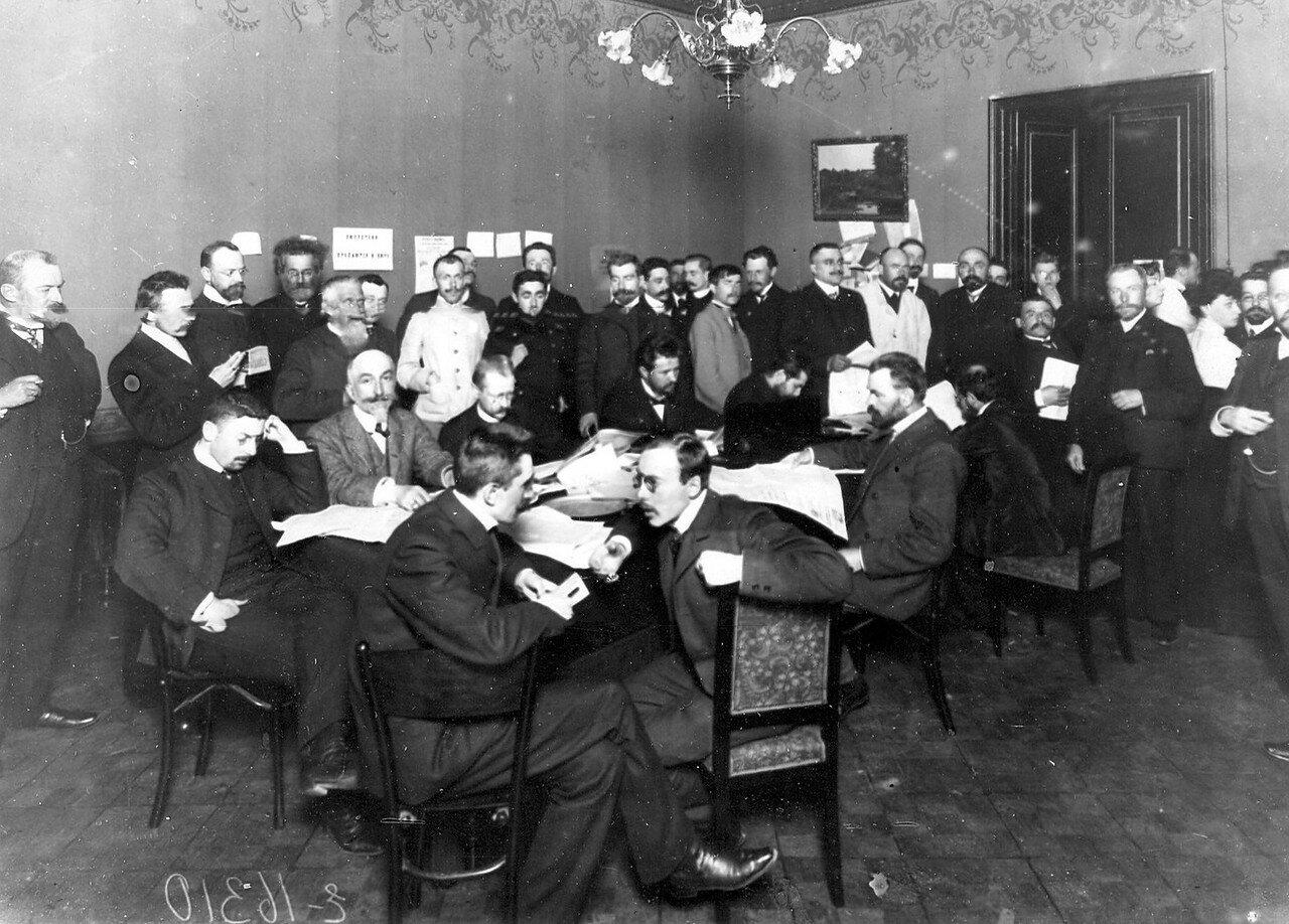 Заседание Кадетского клуба на Шпалерной улице. За первым столом 2-й слева князь Давид Осипович Бебутов