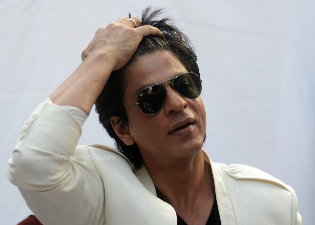 Shahrukh Khan speaks to the media as he celebrates his 47th birthday -his residence Mannat in Mumbai, India - 2 November 2012