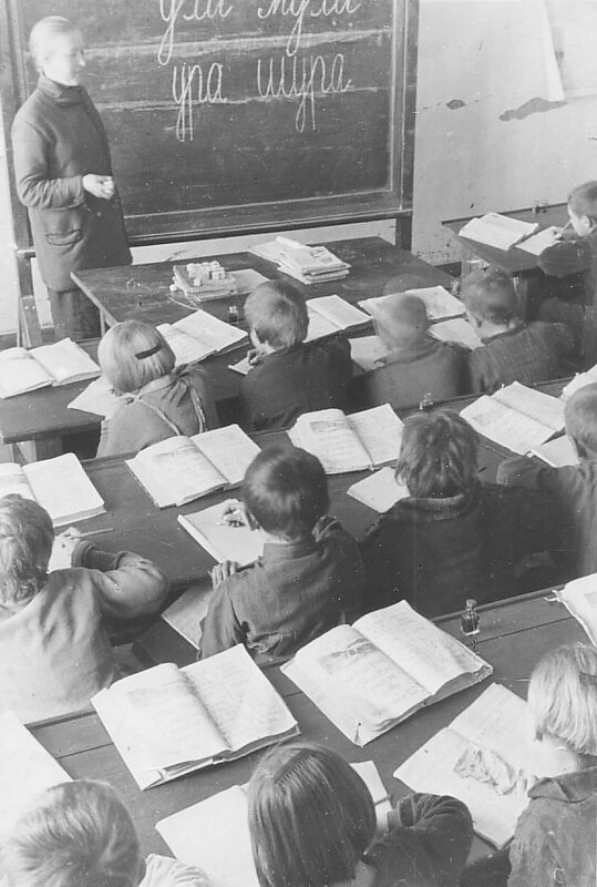 Lessons at a schoolroom at the Samarovsky Agricultural District, December 1931.