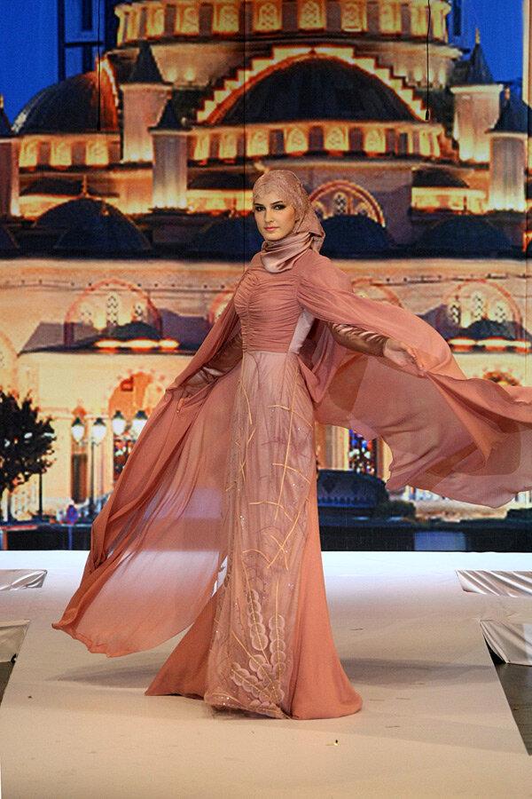 Чечня. Показ мусульманской одежды модного дома Firdaws.