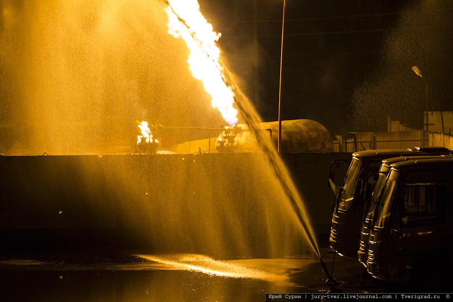 Тверь. Сильный пожар на газовой заправки