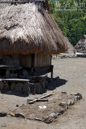 христианская могила в деревне Бена