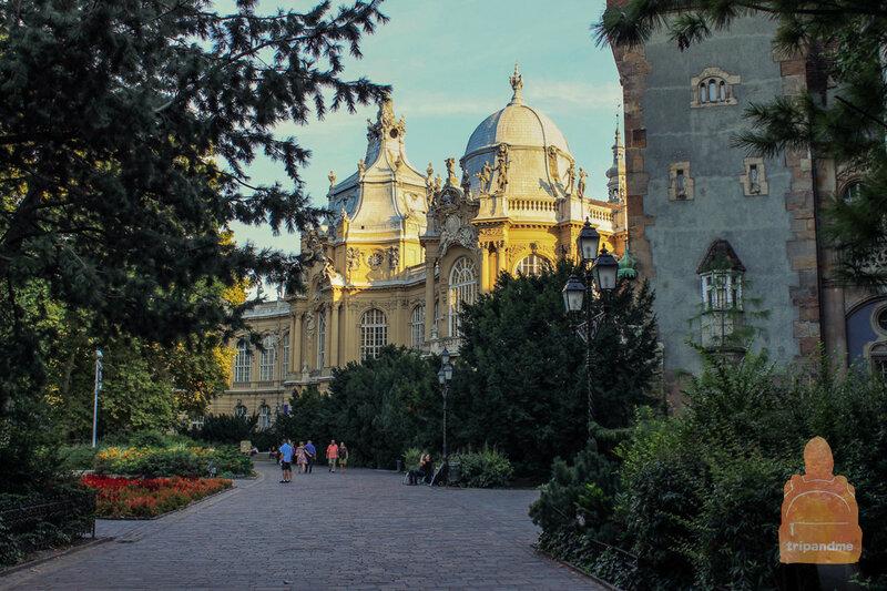 Замок Вайдахуняд в Будапеште фото