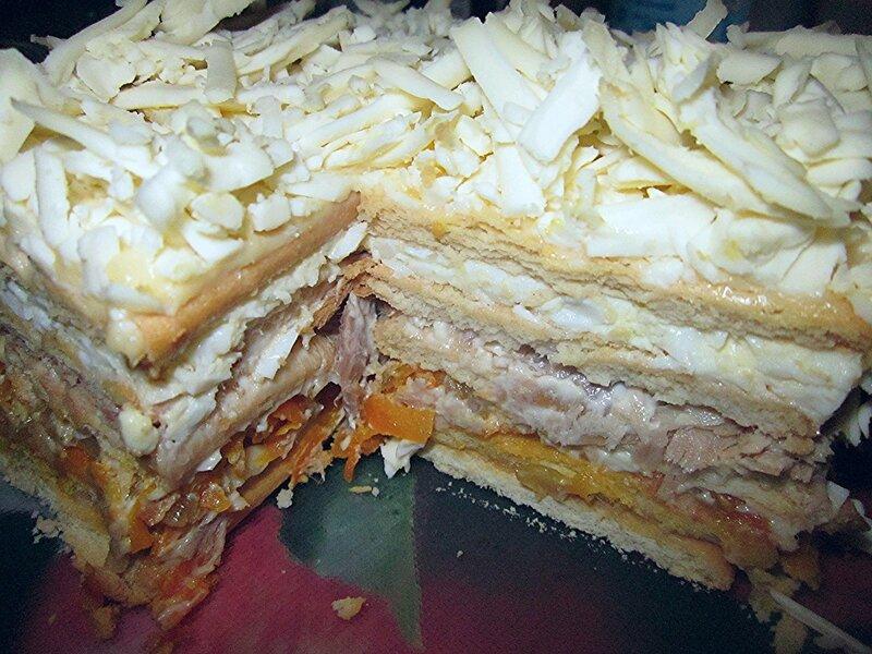 Закусочный рыбный торт на основе крекера