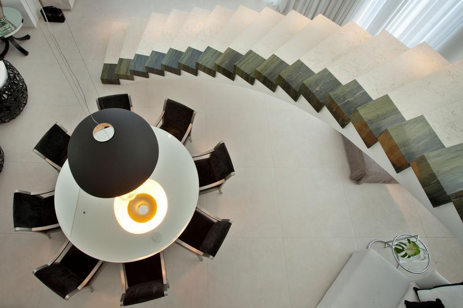 Белоснежная резиденция NJ в Бразилии от Pupogaspar Arquitetura