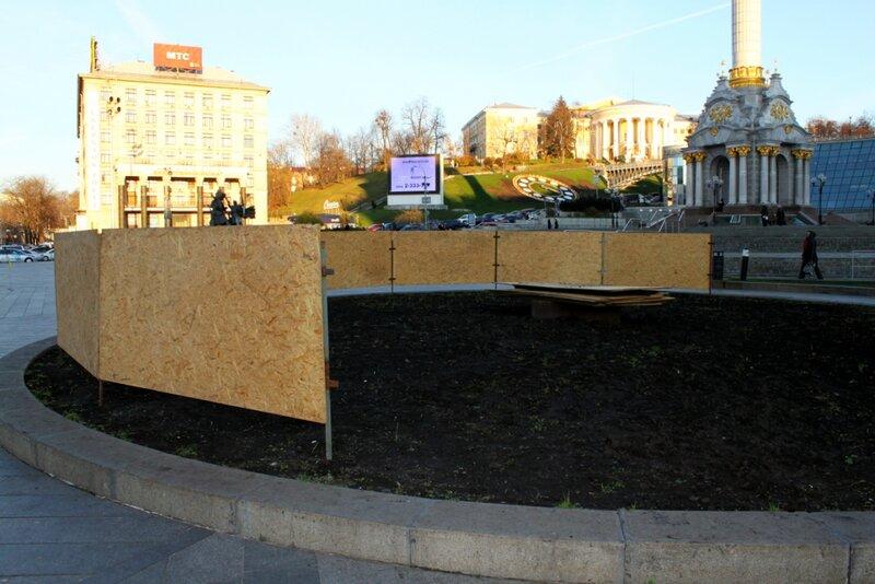 Начало монтажа главной елки Киева
