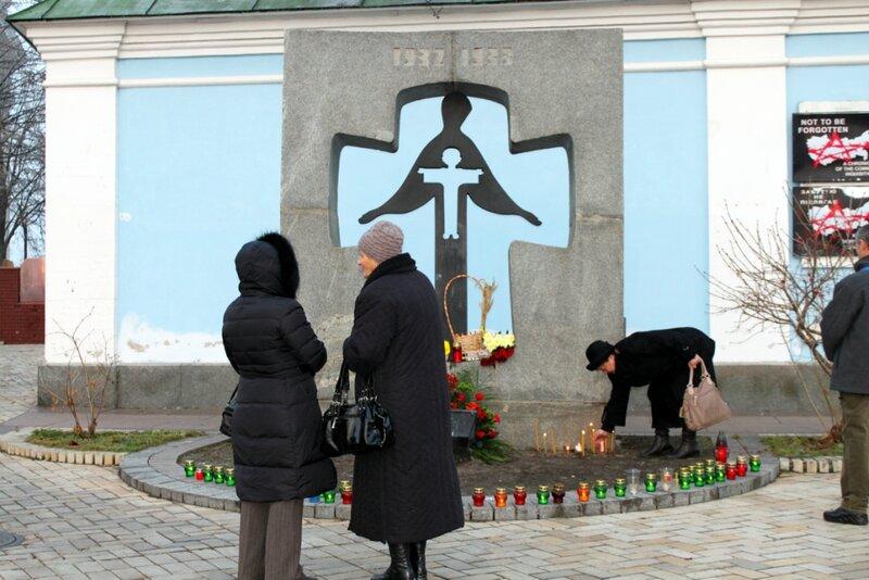 Памятник жертвам голодомора на Михайловской площади