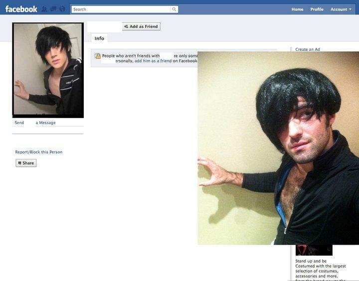 Приколист пародирует аватарки в фейсбуке