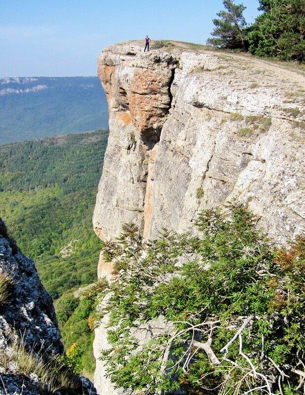 На уступе скалы Козырек