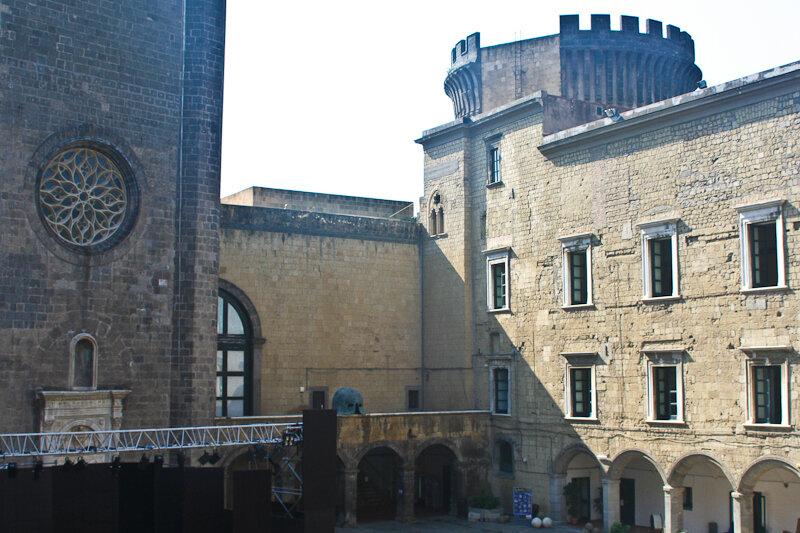 пункт нашей программы на сегодня – замок Кастель Нуово («Новый Замок»)