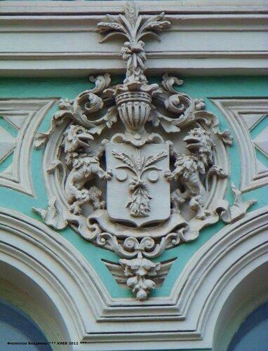 Архитектурные детали здания по бул.Тараса Шевченко 12