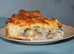 Пирог с грибами, курицей и картофелем.