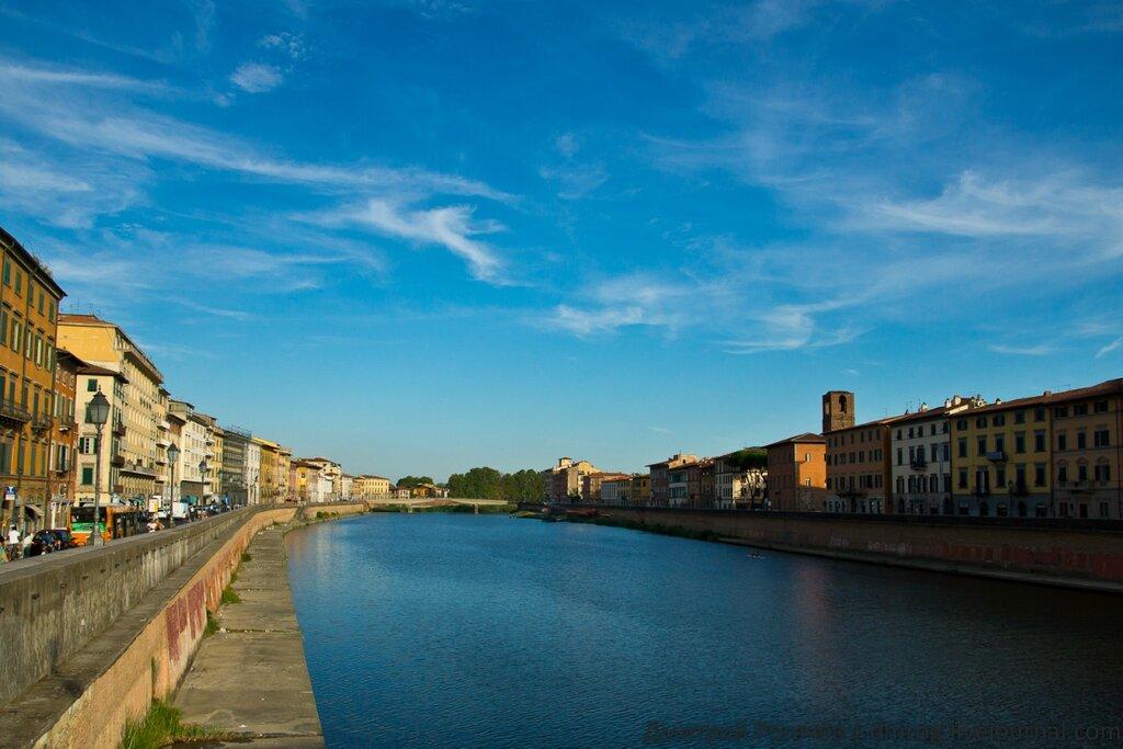А вот и река Арно, знакомая нам по Флоренции