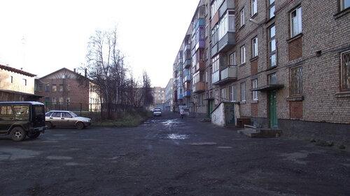 Фотография Инты №1908  Двор Мира 25а, слева виден Горького 12а 07.10.2012_12:22