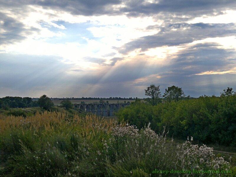 Вид на мост с железнодорожной насыпи