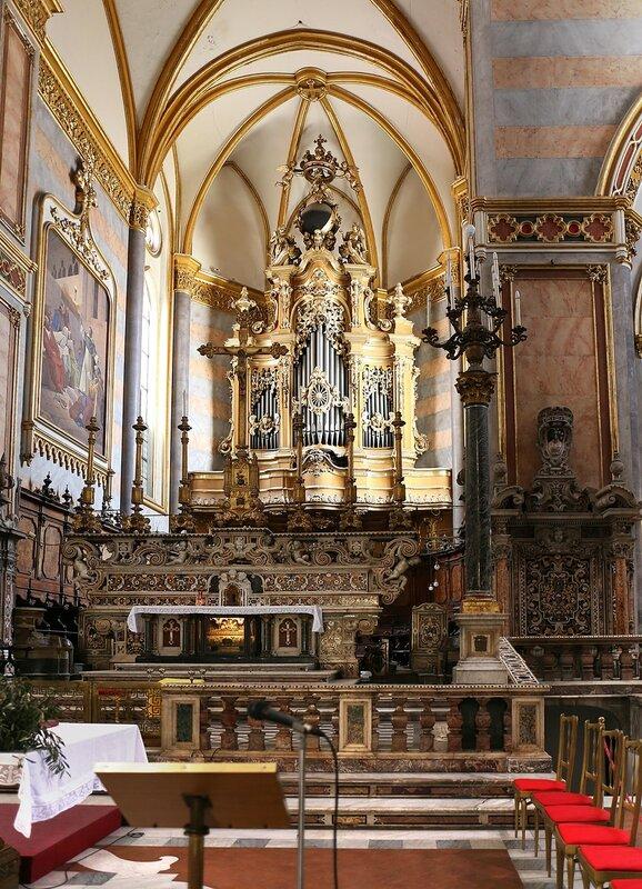 Неаполь. Большая церковь Святого Доменика (San Domenico Maggiore). Интерьеры