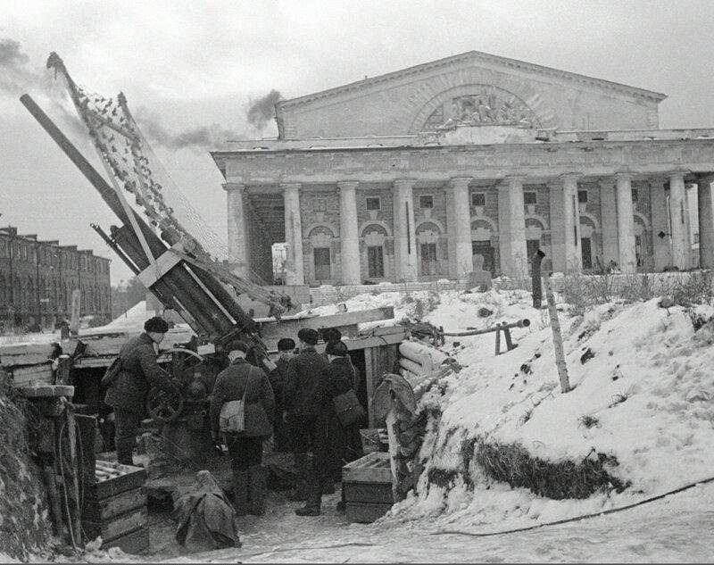 Позиция 76-мм зенитных пушек обр. 1938 г. на Стрелке Васильевского острова
