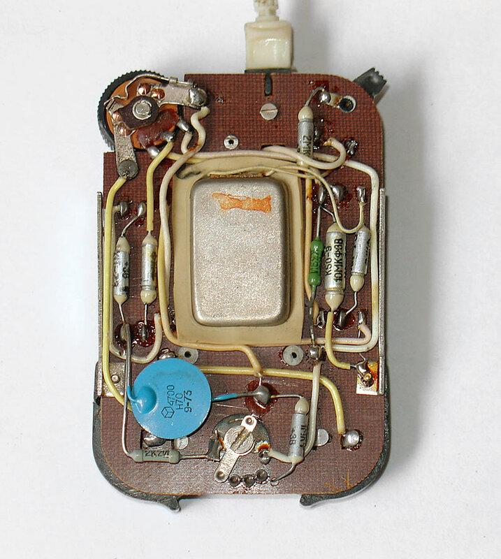 Аппарат''АК-1'' (581М) - предназначен для компенсации средних потерь слуха,а при пита нии его от 2-х аккумуляторов...