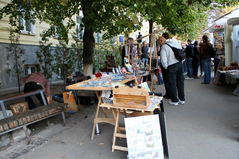 Торговый ряд возле памятника Проне и Голохвастову