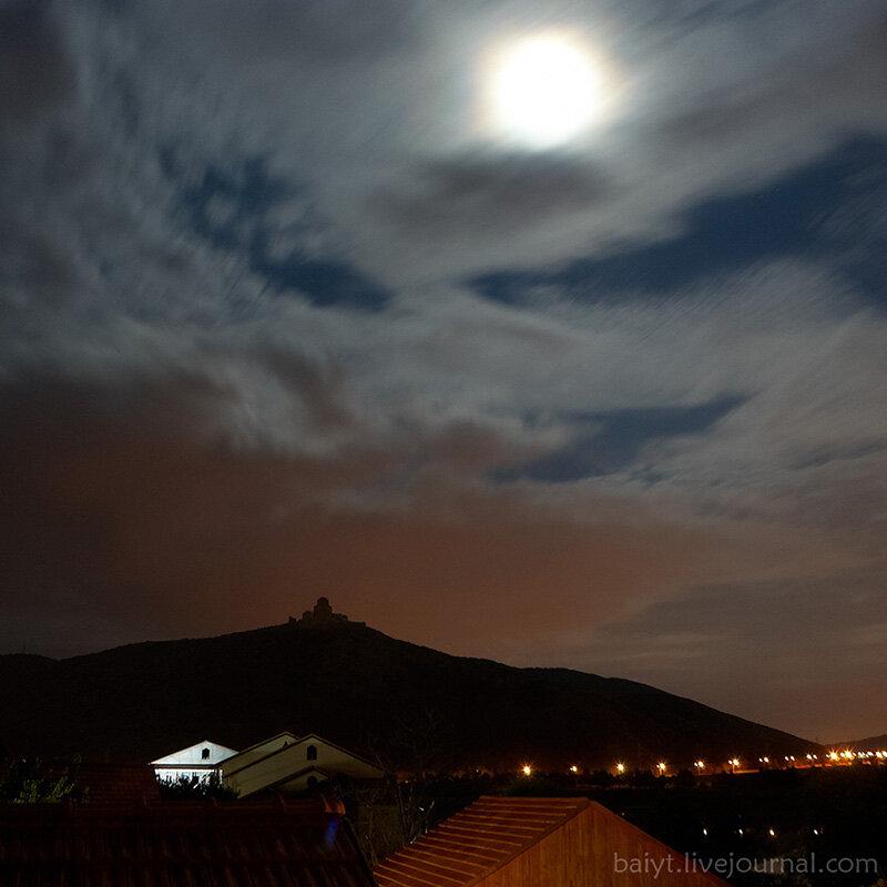 Лунная ночь над Мцхетой