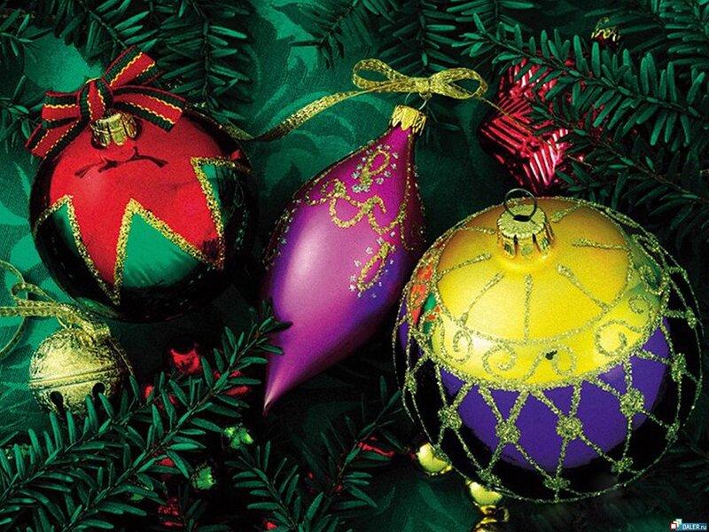 А в 1848 году, в городке Лауш в Тюрингии были изготовлены первые елочные шары.  Их делали из цветного.