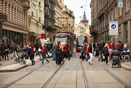 Трамваи и пешеходы