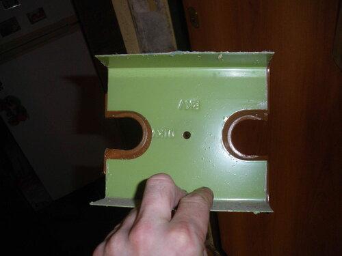 Фото 4. Тыльная сторона защитной панели. Хорошо видны лишние участки самоклеящейся плёнки.