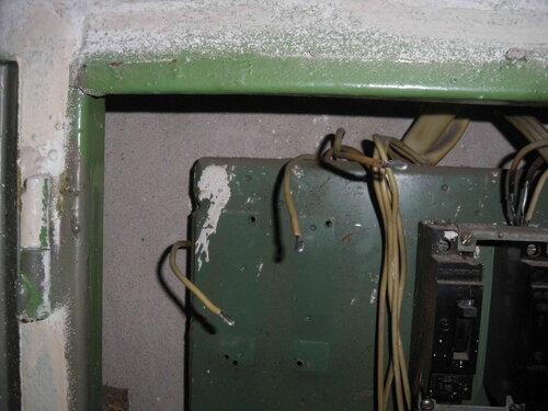 Фото 7. Провода, отходящие от групповых автоматов, перезачищены. Для увеличения площади контакта на концах проводов сформированы петельки.