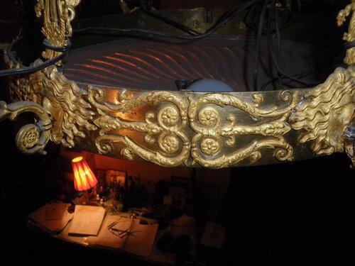 Фото 4. Декоративный орнамент люстры.