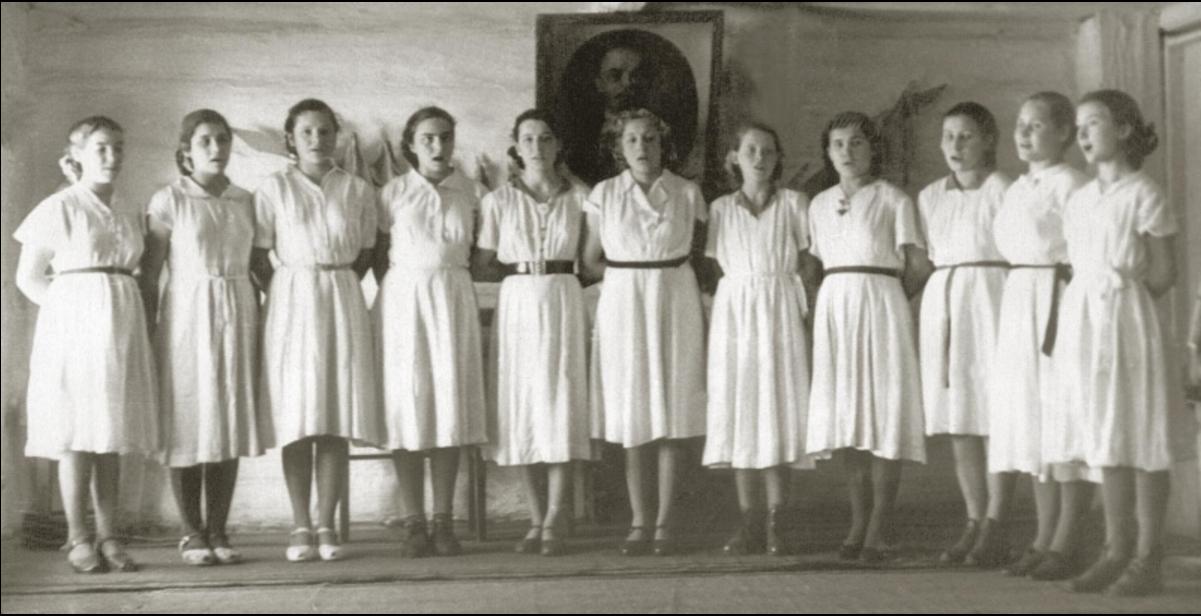 Смотр художественной самодеятельности школы. Конец 1950-х годов. Балахта